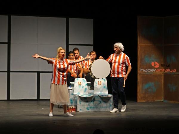 2020/09/tiyatro-bulusmalari-iki-bekar-ile-sona-erdi-8e27690baab3-4.jpg