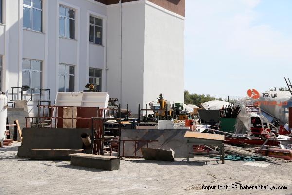 2020/09/yetismeyen-okulun-malzemeleri-ortada-kaldi-fb7f12917602-3.jpg