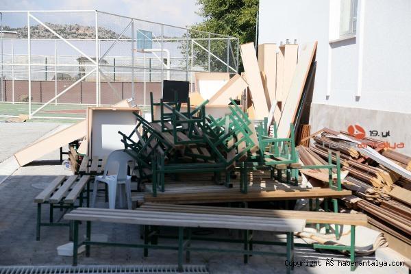 2020/09/yetismeyen-okulun-malzemeleri-ortada-kaldi-fb7f12917602-5.jpg