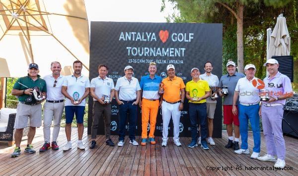 2020/10/antalya-golf-turnuvasina-ev-sahipligi-yapti-4dc8faffa578-2.jpg