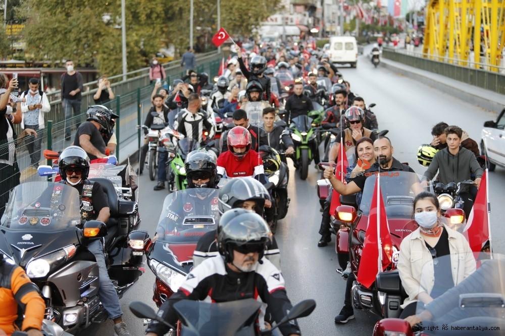2020/10/antalyada-motosikletli-kortejle-cumhuriyet-kutlamasi-20201029AW15-1.jpg