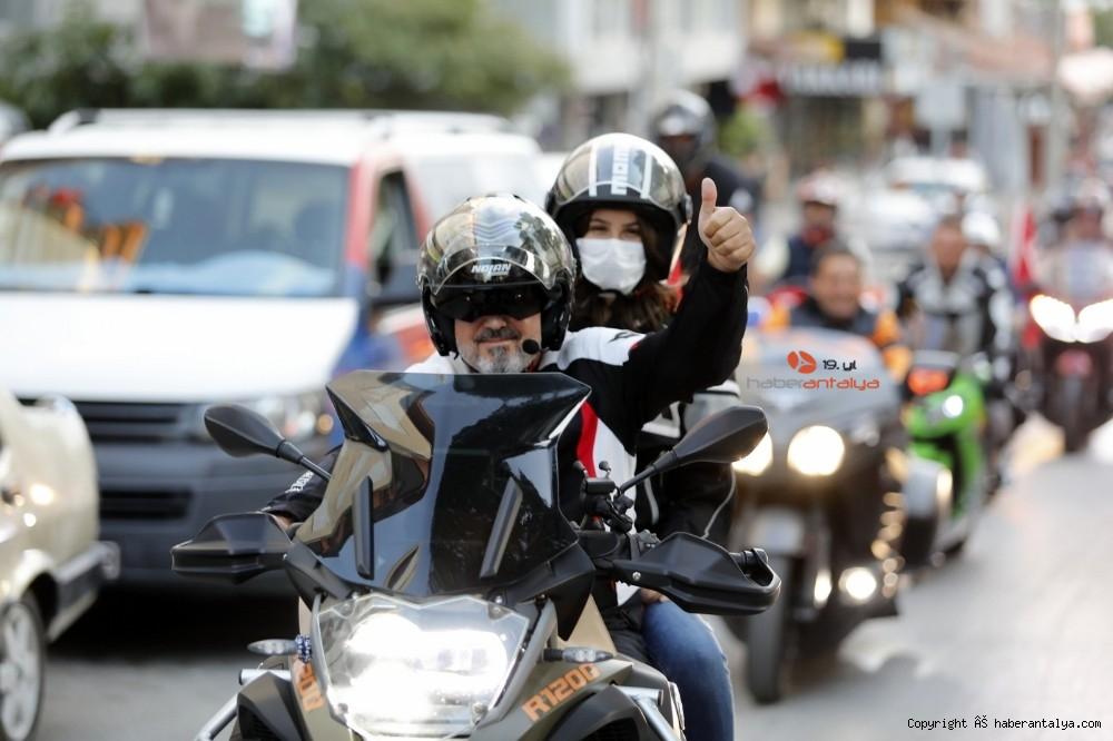 2020/10/antalyada-motosikletli-kortejle-cumhuriyet-kutlamasi-20201029AW15-2.jpg