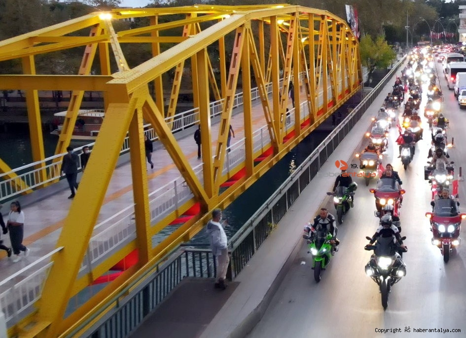 2020/10/antalyada-motosikletli-kortejle-cumhuriyet-kutlamasi-20201029AW15-3.jpg