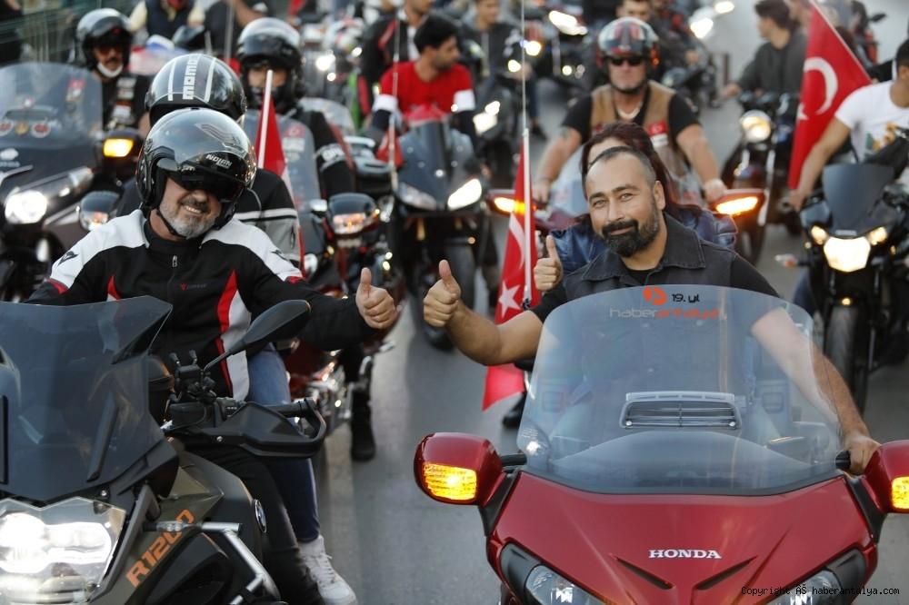 2020/10/antalyada-motosikletli-kortejle-cumhuriyet-kutlamasi-20201029AW15-5.jpg