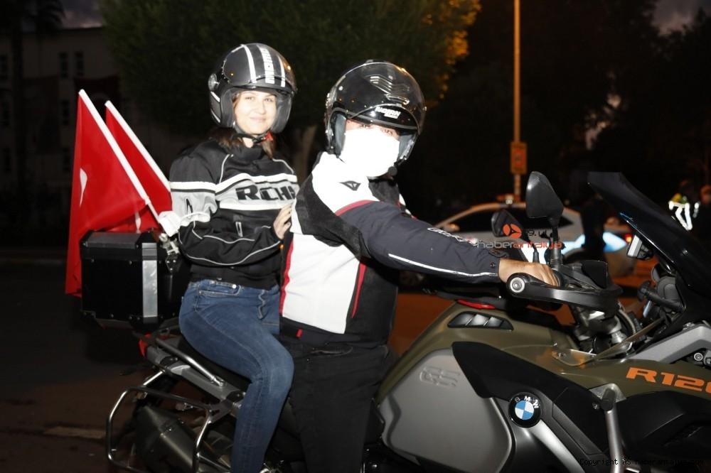 2020/10/antalyada-motosikletli-kortejle-cumhuriyet-kutlamasi-20201029AW15-6.jpg