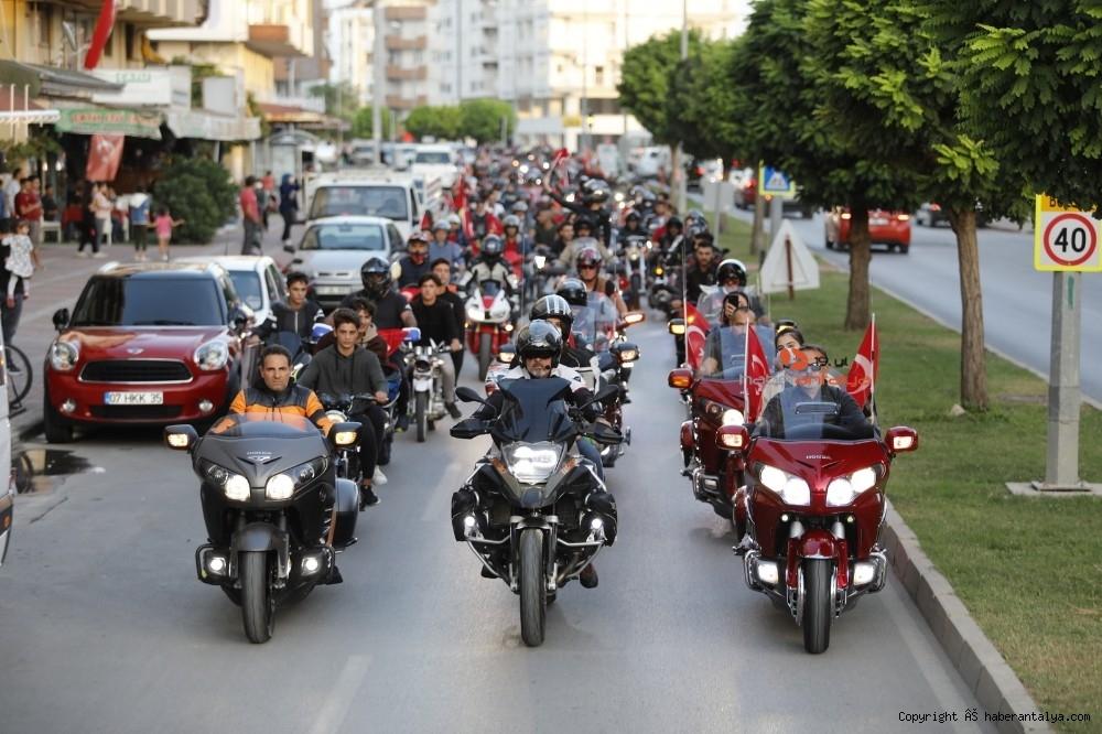 2020/10/antalyada-motosikletli-kortejle-cumhuriyet-kutlamasi-20201029AW15-8.jpg