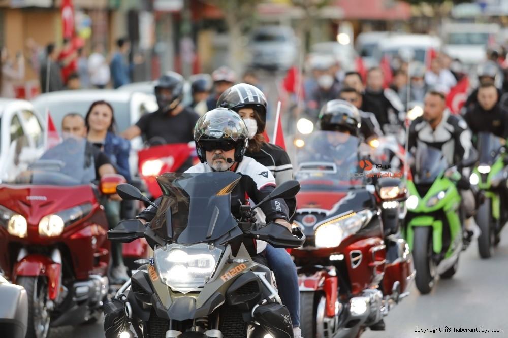 2020/10/antalyada-motosikletli-kortejle-cumhuriyet-kutlamasi-20201029AW15-9.jpg