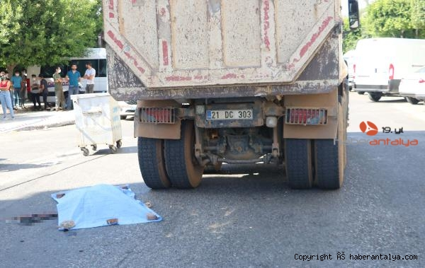 2020/10/bisikletiyle-kamyonun-altinda-kalan-svetlana-oldu-2ccae6ea4dc9-5.jpg