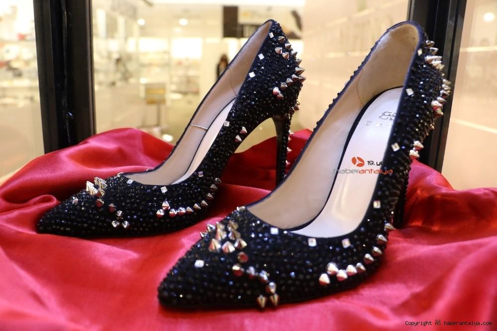 2020/10/bu-ayakkabi-fiyati-ile-dudak-ucuklatiyor--20201028AW15-3.jpg