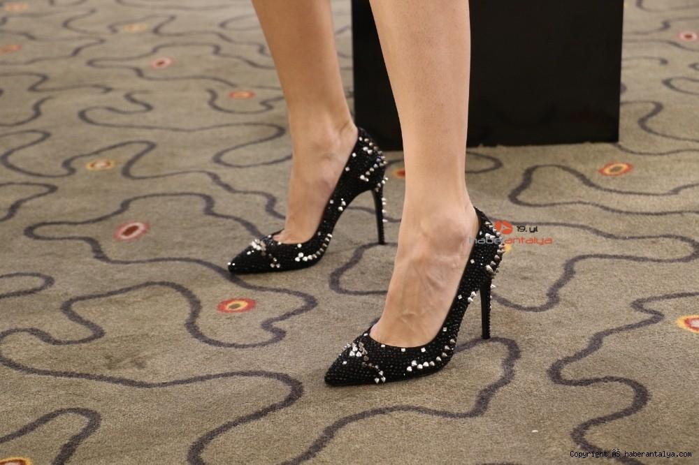 2020/10/bu-ayakkabi-fiyati-ile-dudak-ucuklatiyor--20201028AW15-4.jpg