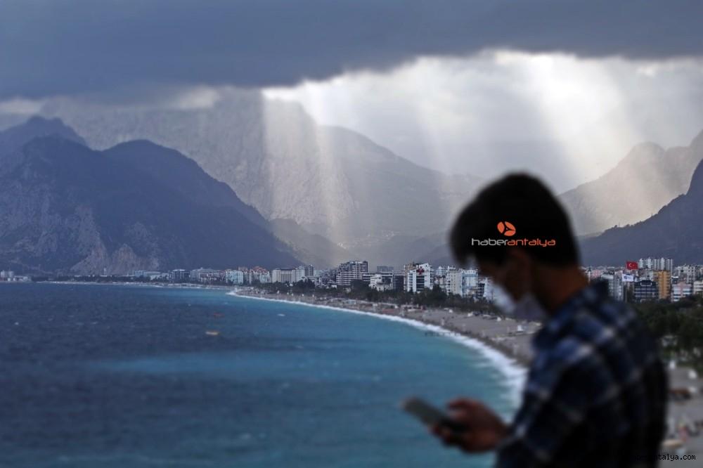 2020/10/dunyaca-unlu-sahildeki-manzarayi-gorenler-cep-telefonlarina-sarildi-20201029AW15-5.jpg