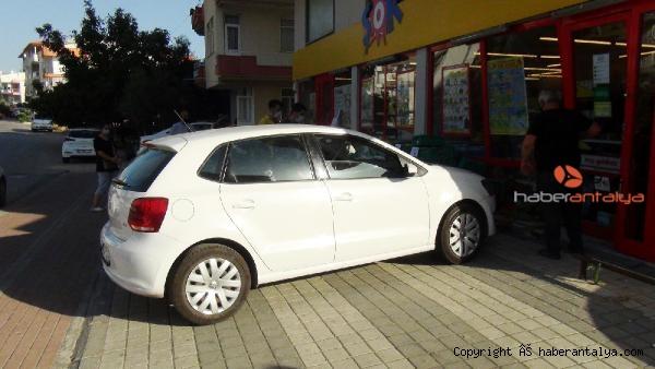 2020/10/otomobille-alisverise-geldigi-markete-carpti-da23087db8c8-1.jpg