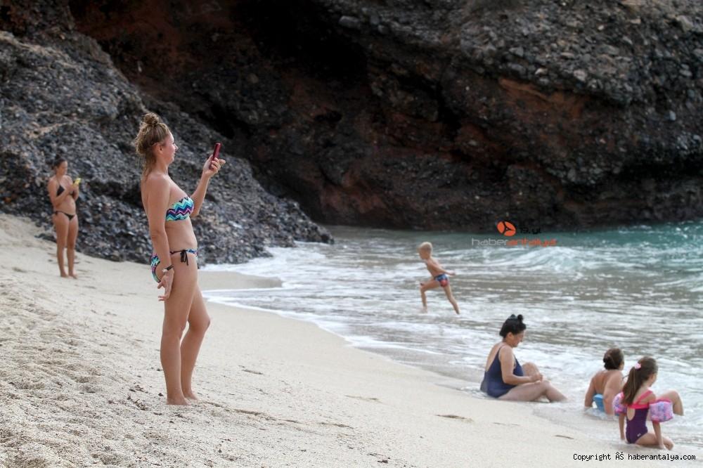 2020/10/turistlerin-kapali-havada-dev-dalgali-deniz-keyfi-20201028AW15-15.jpg