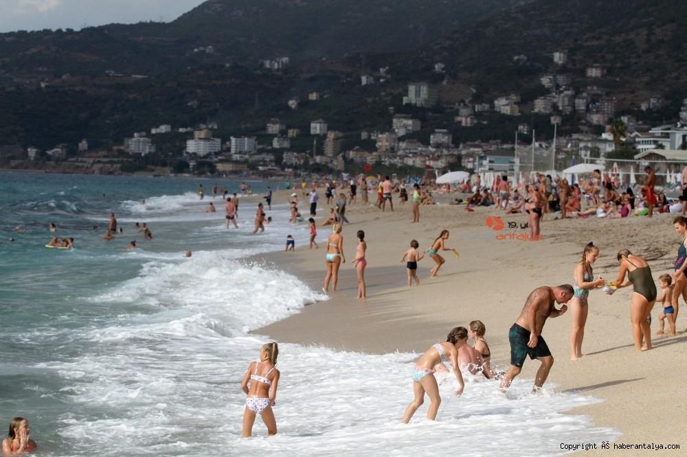 2020/10/turistlerin-kapali-havada-dev-dalgali-deniz-keyfi-20201028AW15-19.jpg