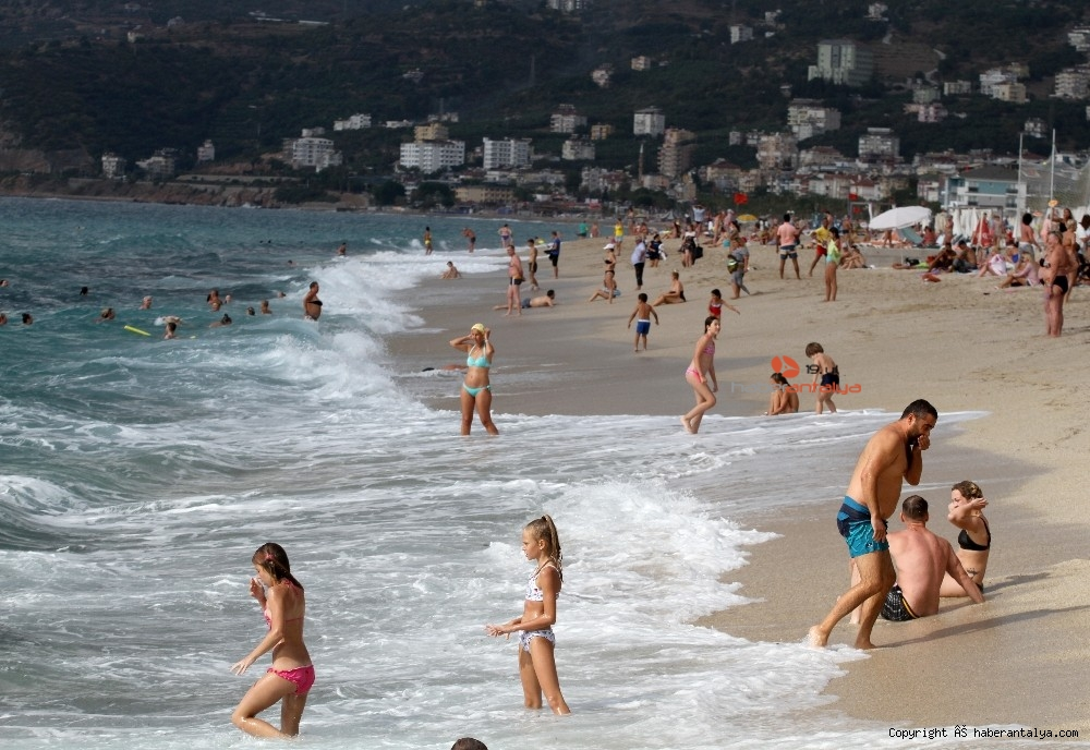 2020/10/turistlerin-kapali-havada-dev-dalgali-deniz-keyfi-20201028AW15-39.jpg