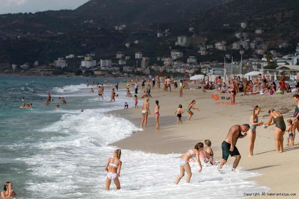 2020/10/turistlerin-kapali-havada-dev-dalgali-deniz-keyfi-20201028AW15-40.jpg