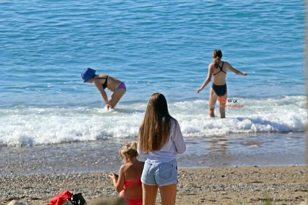 2020/11/kisitlama-oncesi-dunyaca-unlu-sahil-turistlere-kaldi-20201121AW17-2.jpg