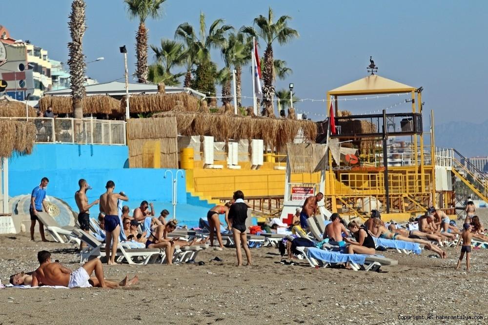 2020/11/kisitlama-oncesi-dunyaca-unlu-sahil-turistlere-kaldi-20201121AW17-9.jpg