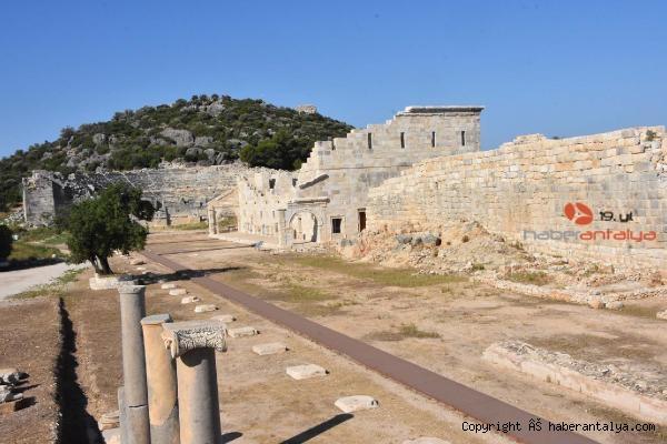 2020/11/patara-antik-kentinde-iki-rekor-ayni-anda-kirildi-bb62446e227d-3.jpg