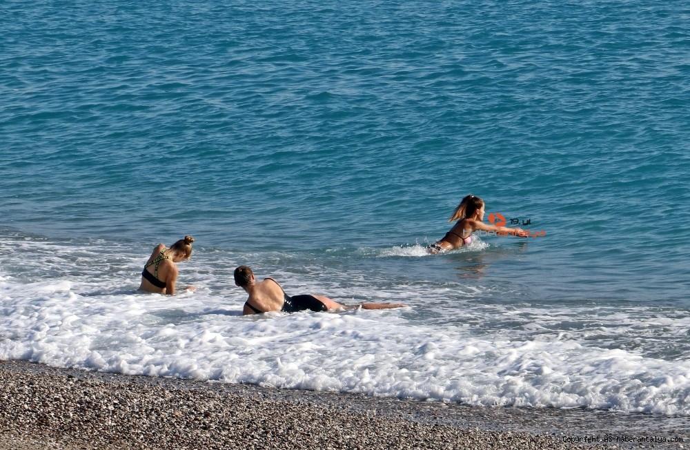 2020/12/kisitlama-turistlere-yaradi-dunyaca-unlu-sahil-onlara-kaldi-20201205AW18-1.jpg