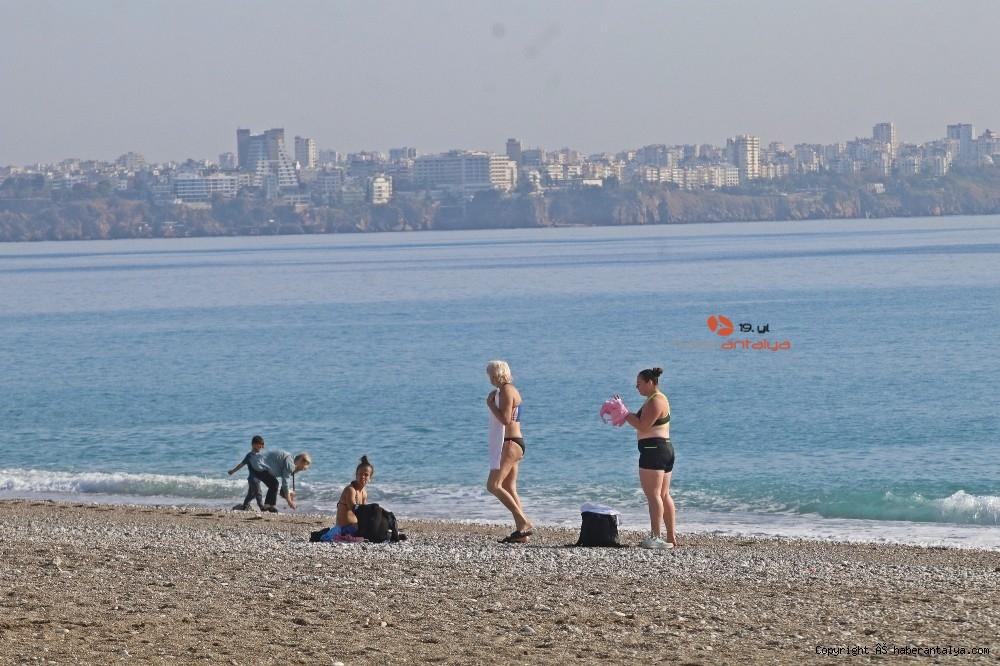 2020/12/kisitlama-turistlere-yaradi-dunyaca-unlu-sahil-onlara-kaldi-20201205AW18-14.jpg