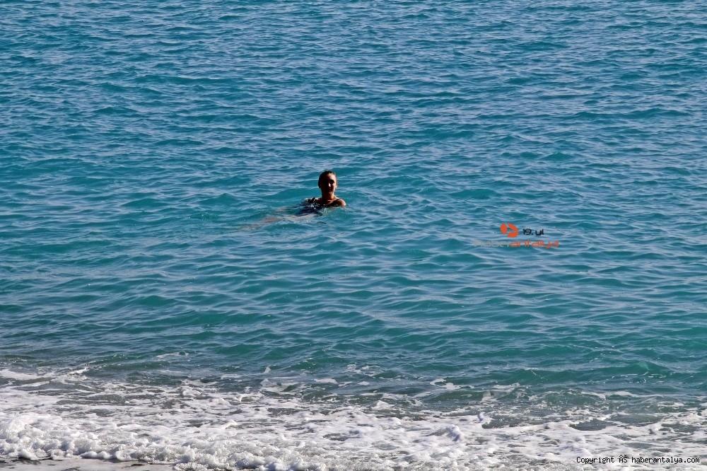 2020/12/kisitlama-turistlere-yaradi-dunyaca-unlu-sahil-onlara-kaldi-20201205AW18-8.jpg
