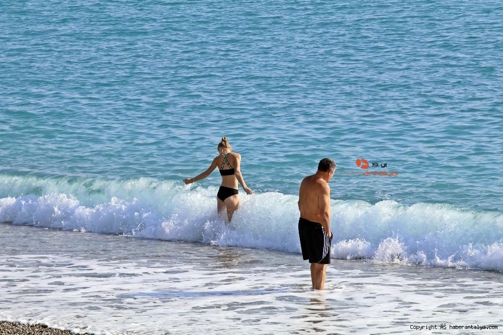 2020/12/kisitlama-turistlere-yaradi-dunyaca-unlu-sahil-onlara-kaldi-20201205AW18-9.jpg
