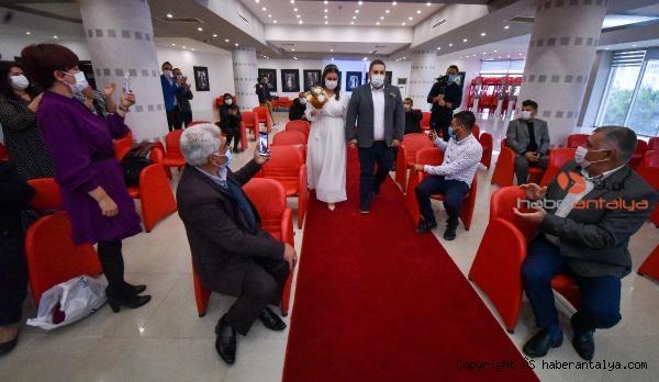 2020/12/nikah-salonlarinda-cuma-yogunlugu-bc8dd39f10b7-1.jpg