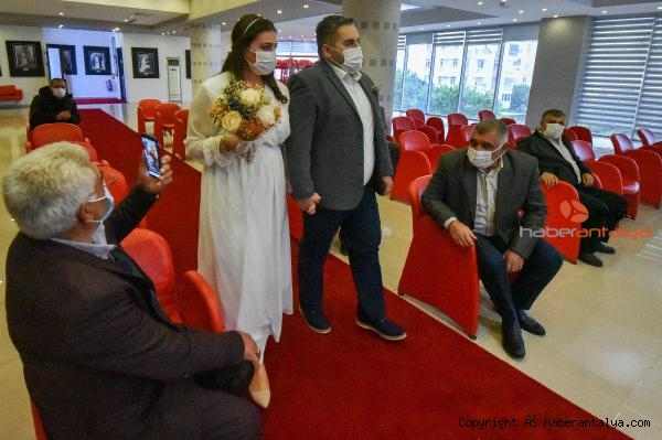 2020/12/nikah-salonlarinda-cuma-yogunlugu-bc8dd39f10b7-2.jpg