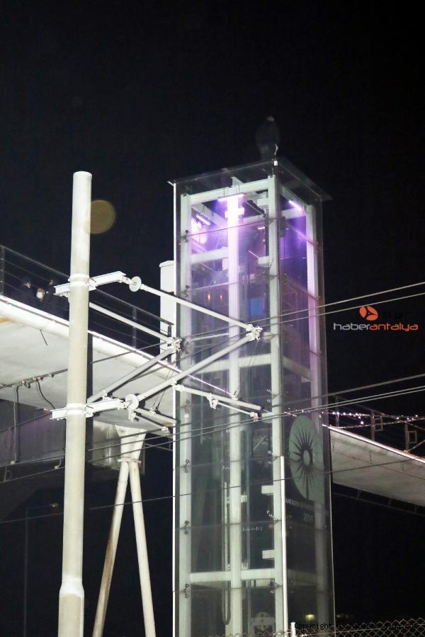 2020/12/ust-gecit-asansoru-uzerinde-intihara-kalkisti-sebebi-sasirtti-b2a9bb8b4e91-2.jpg