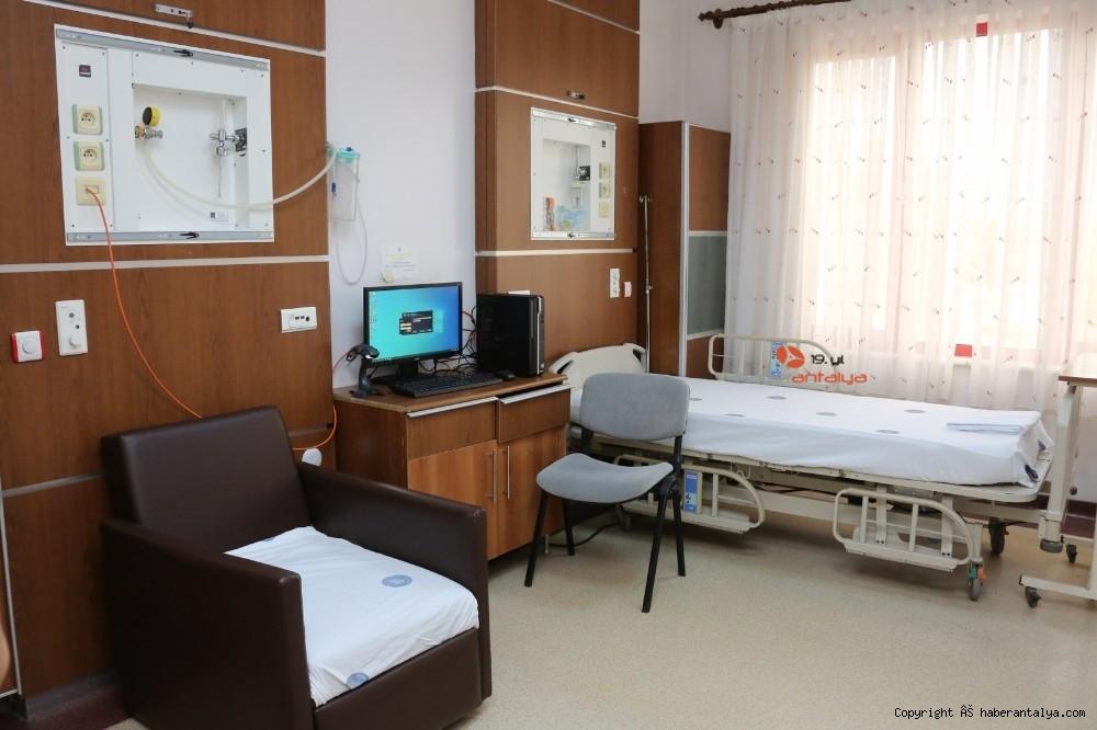 2021/01/akdeniz-universitesi-hastanesinde-coronavac-asilamasi-basladi-20210114AW21-2.jpg