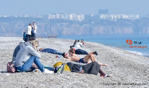 2021/01/kisitlamada-turistlerin-sahilde-gunes-keyfi-f17415ffe109-3.jpg