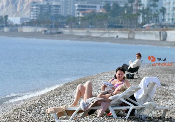 2021/01/kisitlamada-turistlerin-sahilde-gunes-keyfi-f17415ffe109-4.jpg