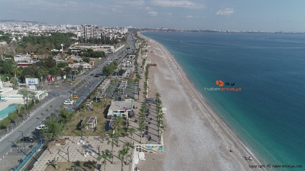 2021/01/konyaalti-sahilinde-denizin-rengi-degisti--20210123AW22-1.jpg
