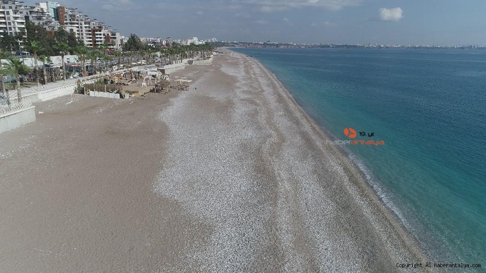 2021/01/konyaalti-sahilinde-denizin-rengi-degisti--20210123AW22-2.jpg