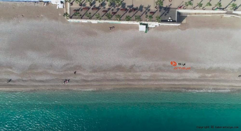 2021/01/konyaalti-sahilinde-denizin-rengi-degisti--20210123AW22-5.jpg