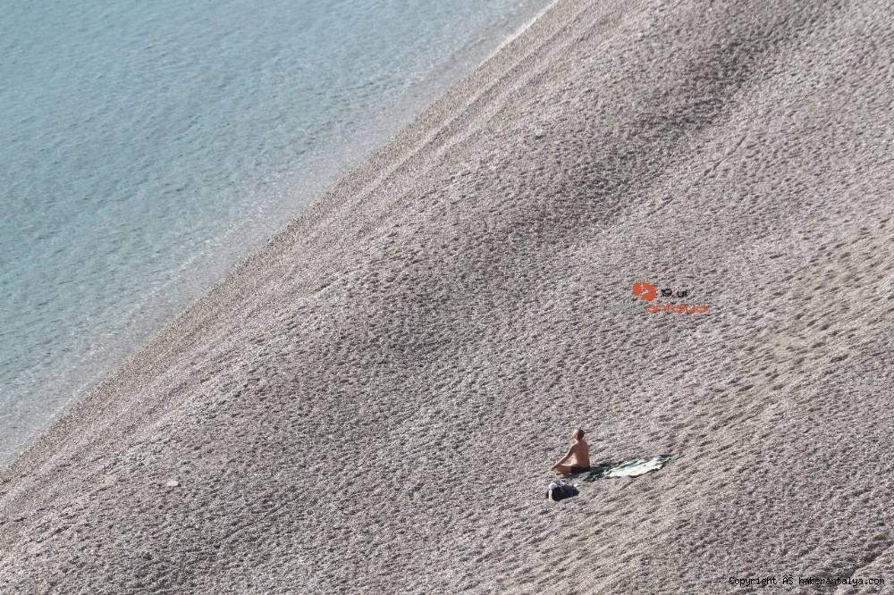 2021/01/konyaalti-sahilinde-denizin-rengi-degisti--20210123AW22-7.jpg