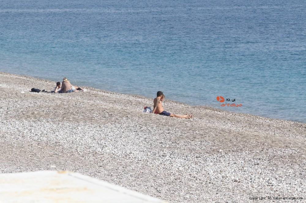 2021/01/konyaalti-sahilinde-denizin-rengi-degisti--20210123AW22-8.jpg