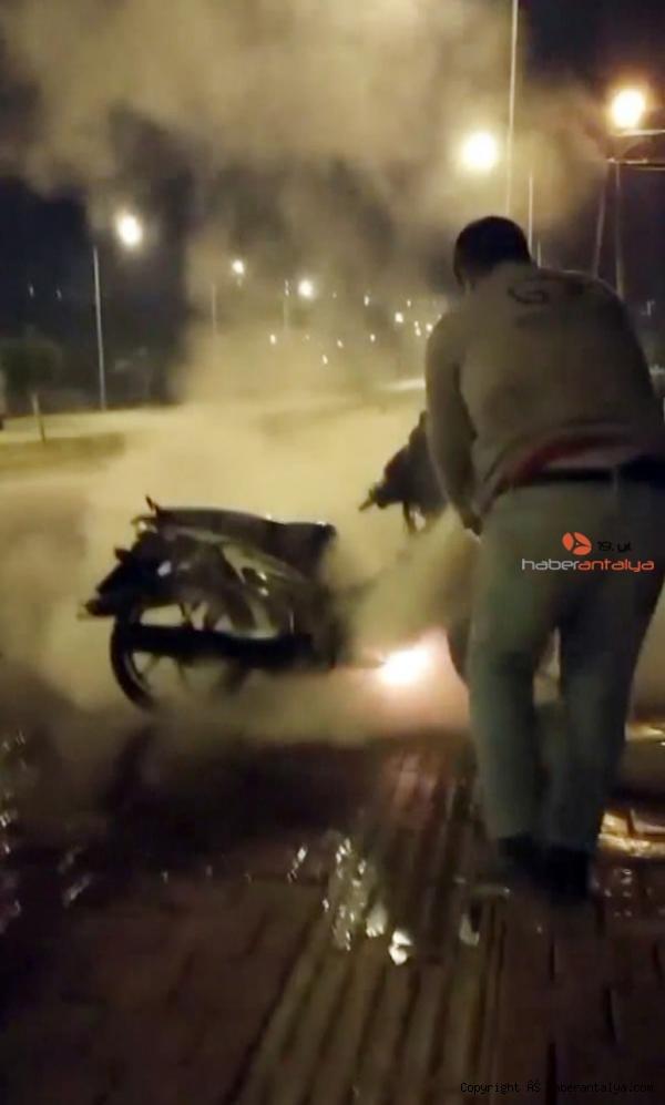 2021/01/motosikletindeki-yangina-bakin-nasil-mudahale-etti--5d9945c6b092-3.jpg