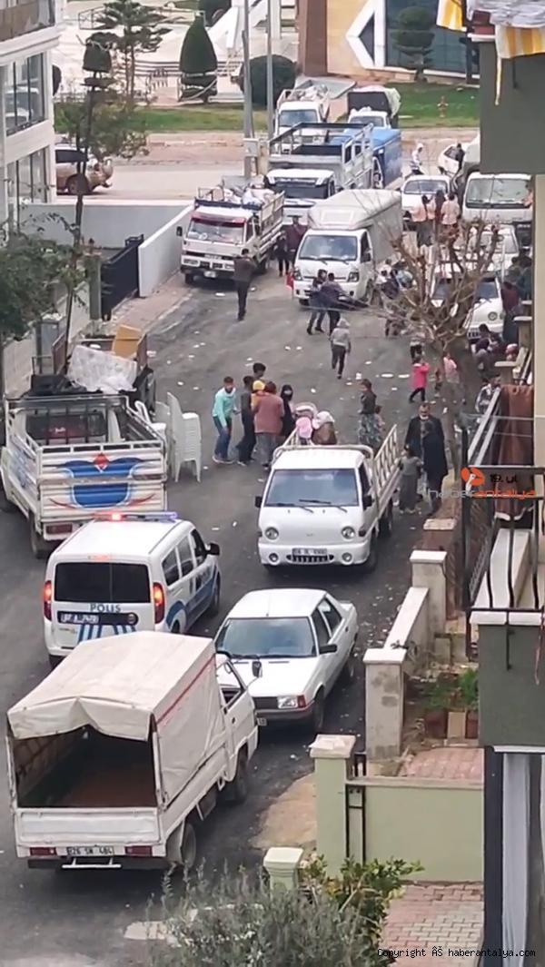2021/01/sokakta-eglence-yapanlar-polis-sirenini-duyunca-ne-yapacaklarini-sasirdi-97b1a8d1abf9-2.jpg