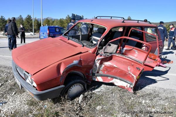 2021/02/otomobil-jandarmayla-carpisti-4-yarali-031dd60a6de8-3.jpg