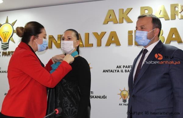 2021/02/yabanci-asilli-turk-vatandasi-5-kadin-ak-partiye-uye-oldu-bf15f38b2b63-3.jpg