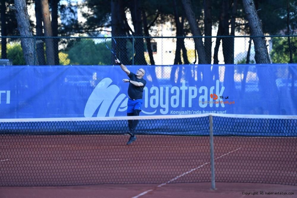 2021/03/doktorlar-tenis-turnuvasinda-bulustu-20210305AW25-5.jpg