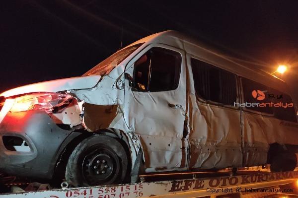 2021/03/sporculari-tasiyan-minibus-kaza-yapti-1i-agir-7-yarali--05364eec54e9-1.jpg