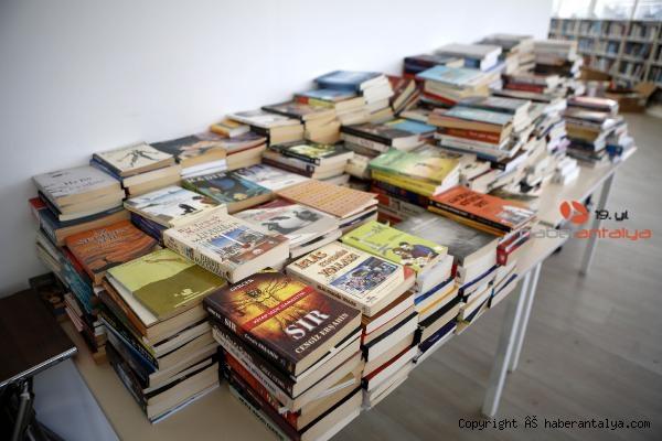 2021/04/bagislanan-kitaplar-turkiyenin-dort-bir-yanina-gonderiliyor-3973c5b667fc-3.jpg