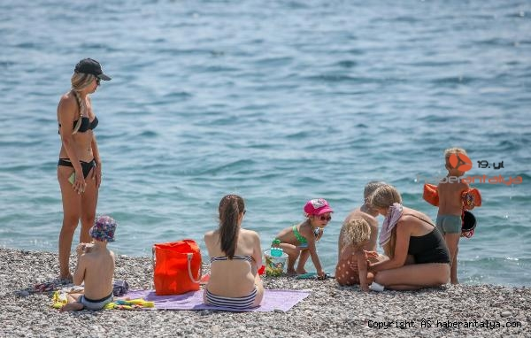 2021/05/antalyada-turistler-sahili-doldurdu-cf2f127212b1-1.jpg