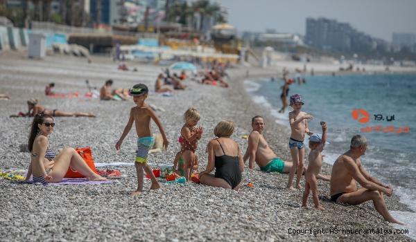 2021/05/antalyada-turistler-sahili-doldurdu-cf2f127212b1-2.jpg