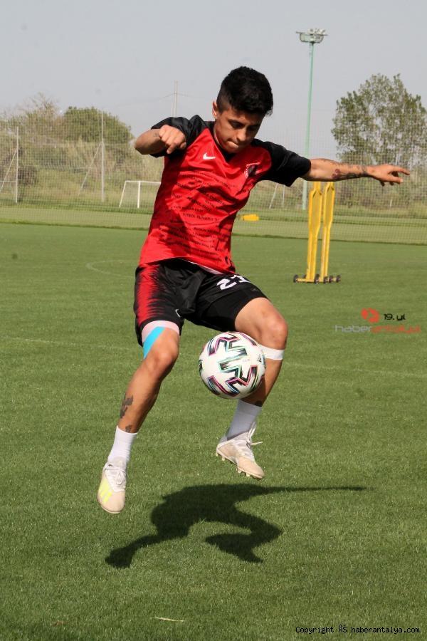 2021/05/gol-kralicesi-zelal-baturay-butun-gollerim-babam-icin-6d93309e5e9b-2.jpg
