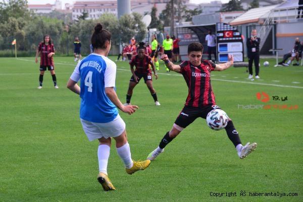 2021/05/gol-kralicesi-zelal-baturay-butun-gollerim-babam-icin-6d93309e5e9b-4.jpg