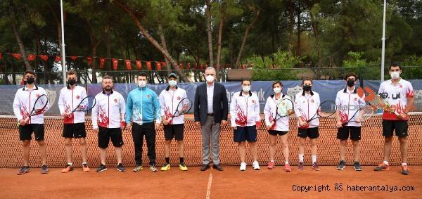 2021/05/isitme-engelliler-tenis-milli-takimi-hayatpark-kortlarinda-a58e9926927f-3.jpg